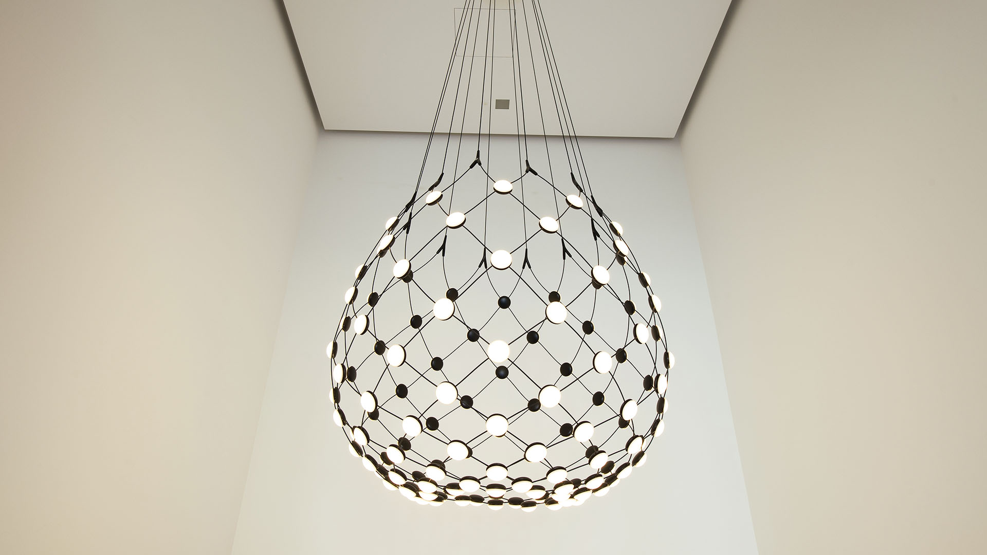 Mia Aparthotel Milano - Ingresso con lampadario